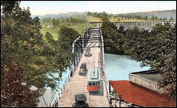 mariettastr1.jpgMarietta interurban car crossing the Chattahoochee River