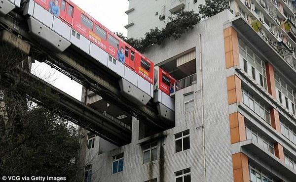 EL thorugh a building in China - 2
