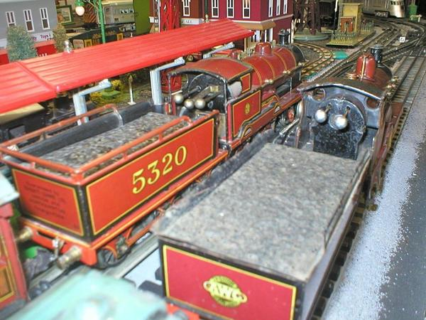 Close Up Bing Single and George V Cabs
