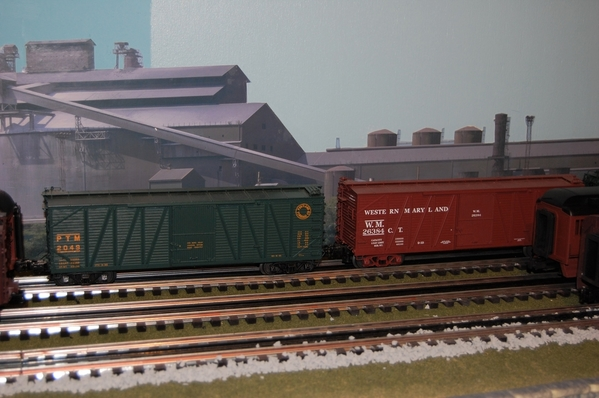 Outside braced boxcars [2)