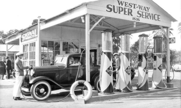 West-Way Gas Station w 1932 3-Window Coupe