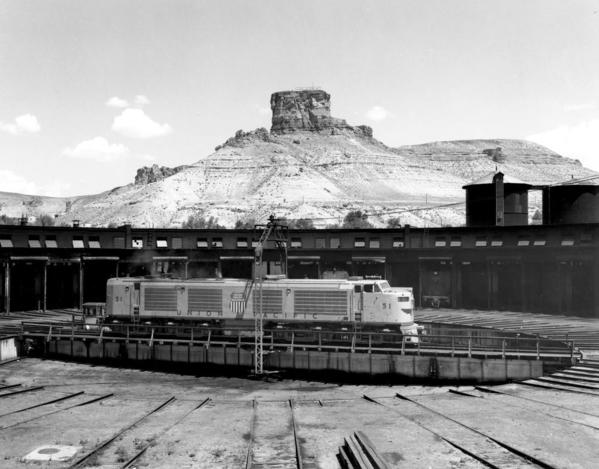 UP_4500GTE_51_Green-River-turntable_UPRR-Photo-X3