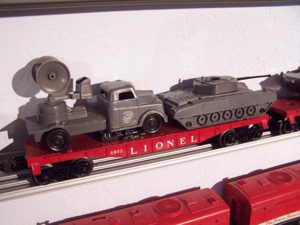 IM000103 Lionel Post 6803 flat w tank and radar truck