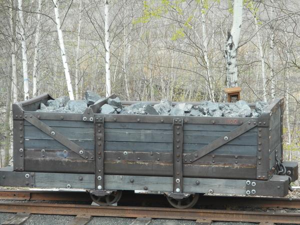 Mine Car with Coal 007