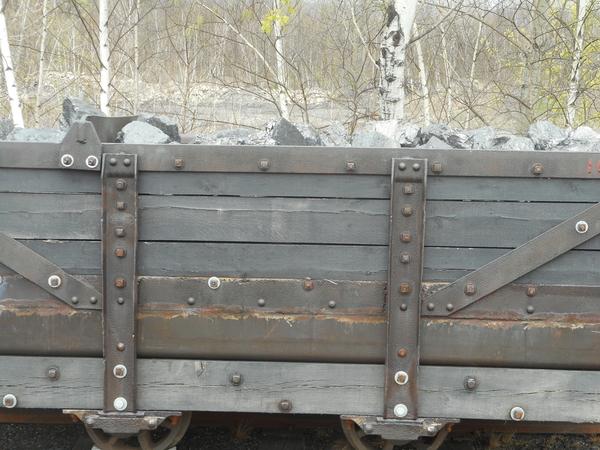 Mine Car with Coal 001