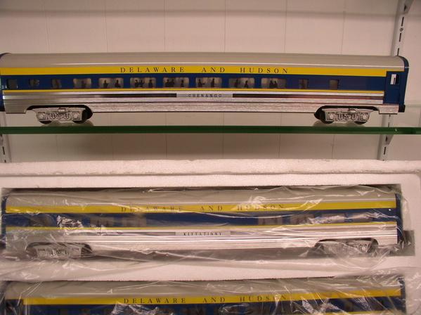 Weaver 1221L D&H 80' Scale Alum Passenger Car 5-PAC w silh - Sample PhotoB