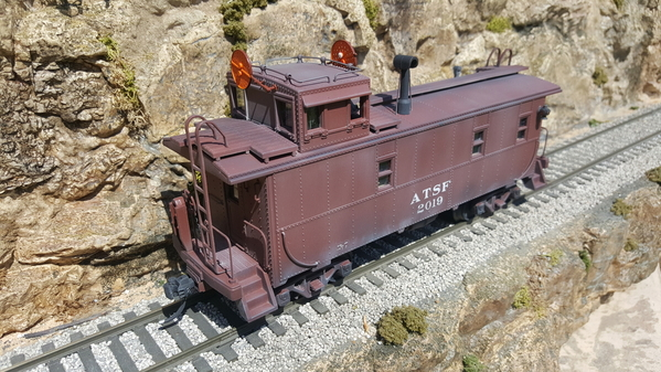 ATSF caboose with wig wag