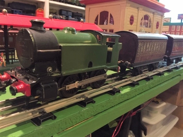Hornby Green 101 Loco and Coaches