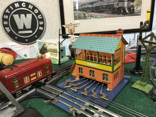Hornby Signal Cabin lighted 3