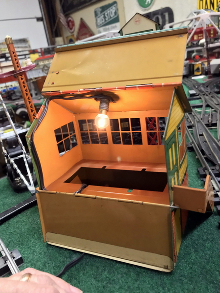 Hornby Signal Cabin lighted 2