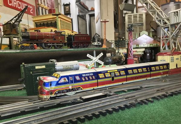 Elenee Toys Comet Streamliner