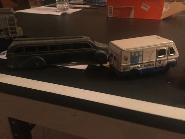 MM Bus & Tin Friction Ice cream truck