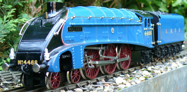 Any A4 steam locomotive fans? Show us your models   O Gauge