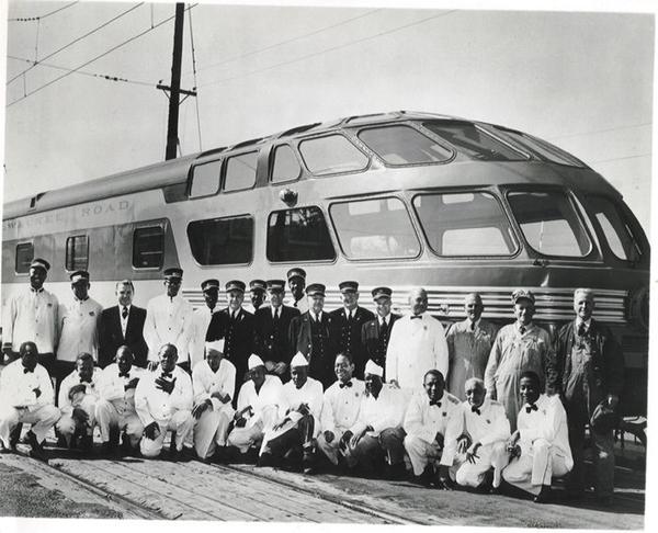Hiawatha Skytop Car with Crew [1953)
