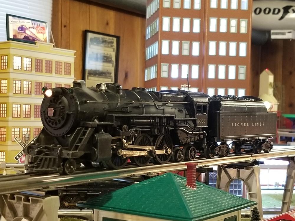 lionel 2035 prr steam engine  mth 438 signal tower