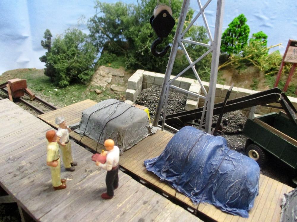 New Menards O Gauge Pennsylvania PRR Tarp Covered Load Gold Line Collection