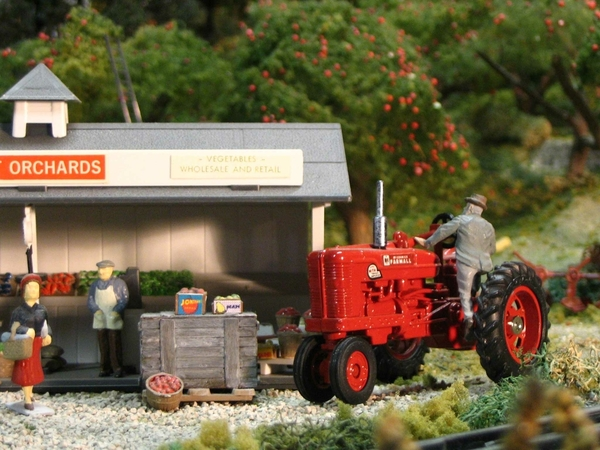 a-fruit-stand-farmall-1