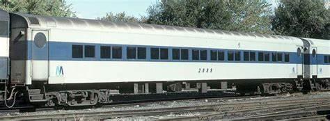 5.LIRR P72 later Window stripe