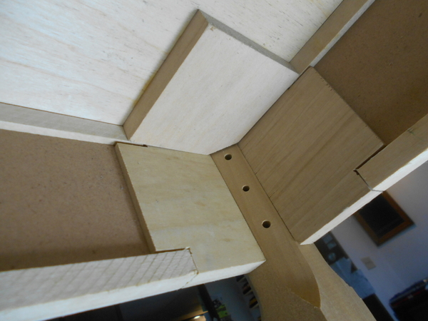 MIANNE_TABLE_01_PLYWOOD_MOUNT