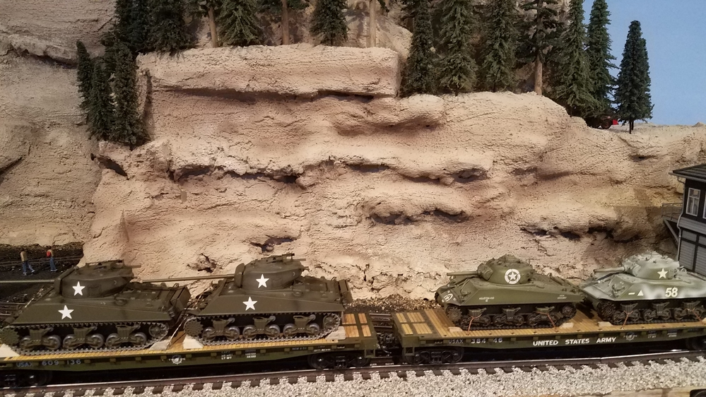 Aggravated with 1:43 Sherman Tanks on Recent MTH Flatcars | O Gauge