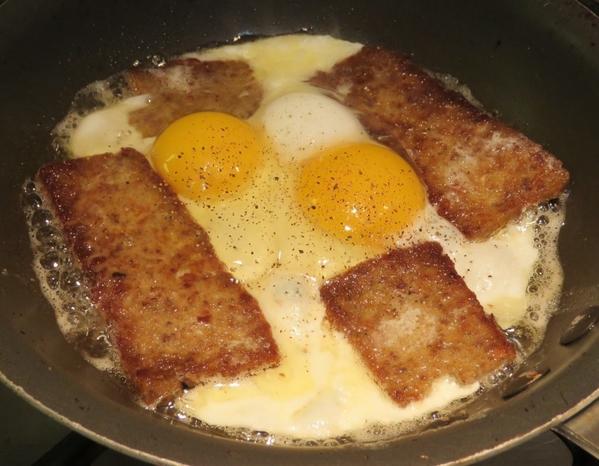 Scrapple-Eggs-1024x797