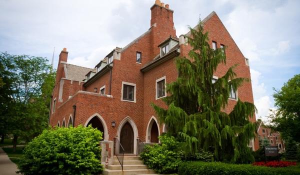 Bayley-Alumni-House_110621EP_2158