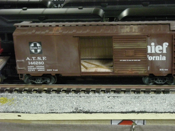 Weaver weathered SF box car