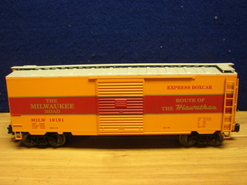 Weaver EBC51 MILWAUKEE ROAD # 19191 Express Boxcar, Route of the Hiawatha, NEW - ACTUAL PHOTO2