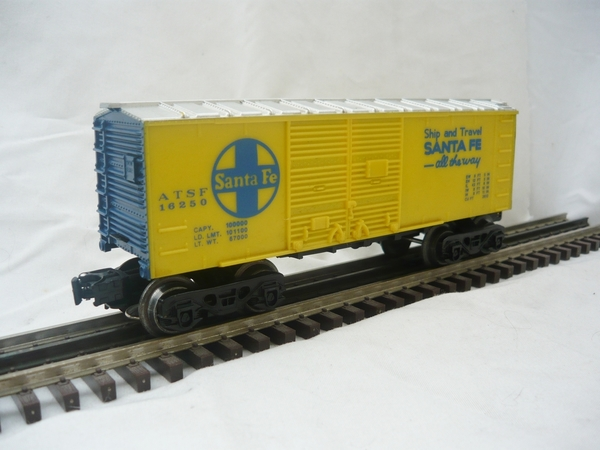 027 Santa Fe box car partial repaint