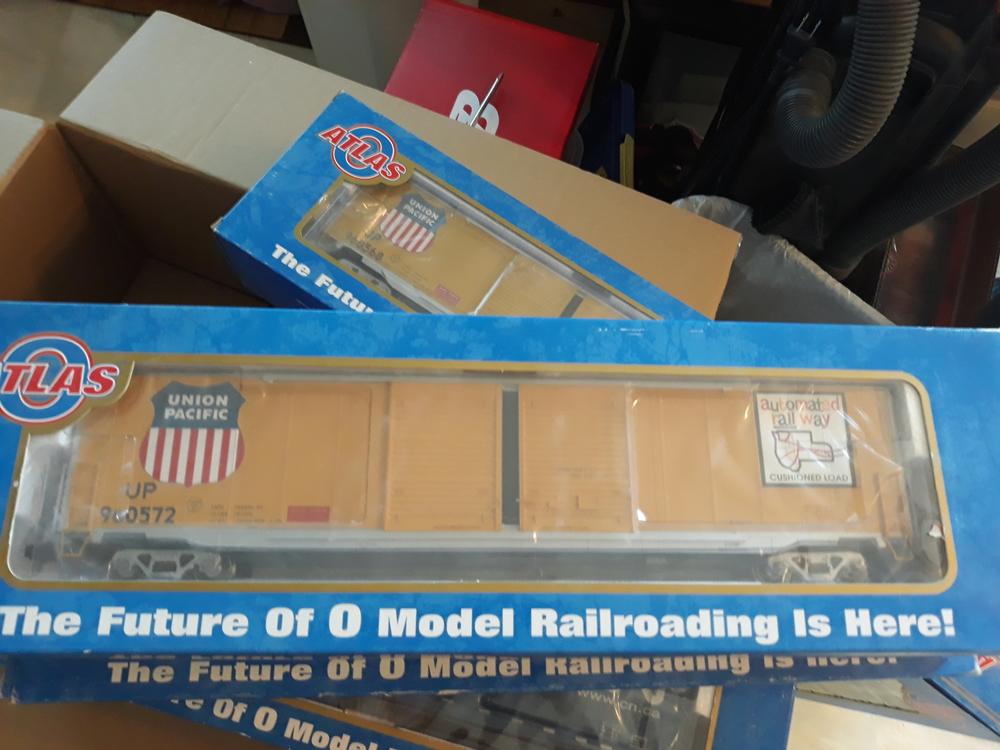 Atlas 2 rail 60' box cars, master series NIB    O Gauge