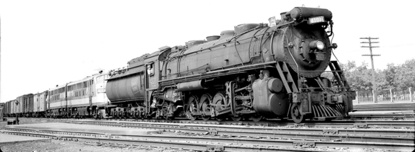 photo-toronto-train-canadian-national-steam-engine-4101-and-diesel-9003-pulling-freight[1]