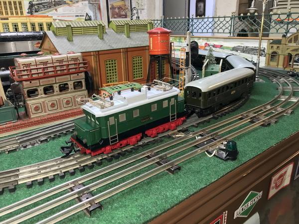 Zeuke electric loco and train 2