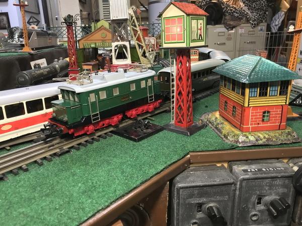 Zeuke electric loco and train