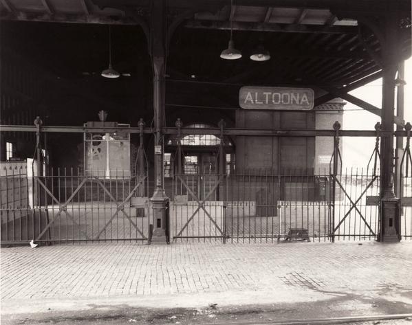 Station-Altoona-gates