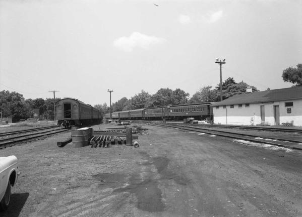 Yard Scene-Trains-Crew Shanty-Oyster Bay-6-14-70