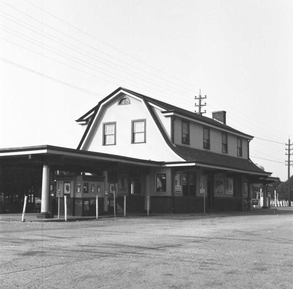 Station-Mineola-Rear View - 1966 [Keller)