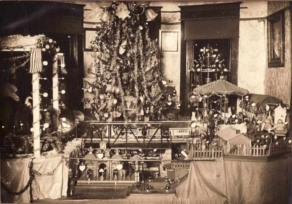 Gary Clare Christmas Display by Alfred Schumacher ca. 1915 1500x
